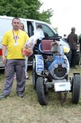18_Traktortriáda